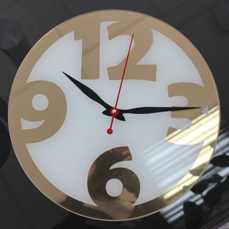 Часы с зеркальной пленкой