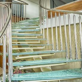 Лестница со стеклянными ступеньками Пермь