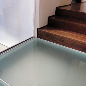 Стеклянный пол в квартире