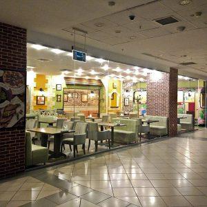 Стеклянные перегородки в торговом центре