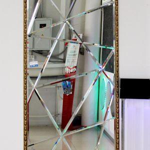 Зеркальное панно из элементов нестандартной формы