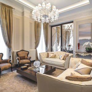 Дизайн зеркал в интерьере гостинной