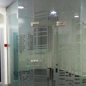 Угловые перегородки из стекла