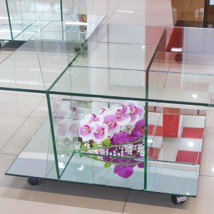 Журнальный стол из стекла