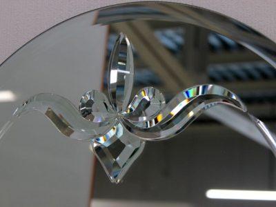 Зеркало с фацетными элементами